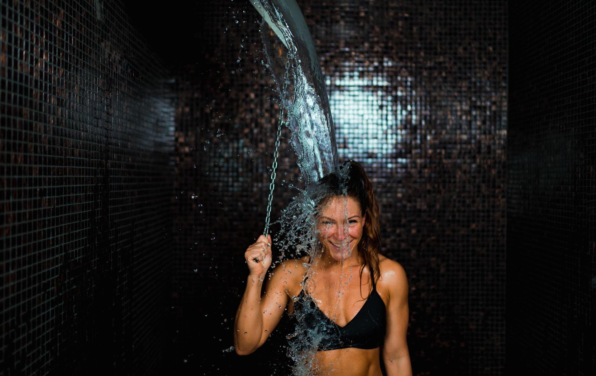 Kalt duschen für bessere Laune, ein gestärktes Immunsystem und Lösung gegen Müdigkeit - Biohacking Bad Dürrheim