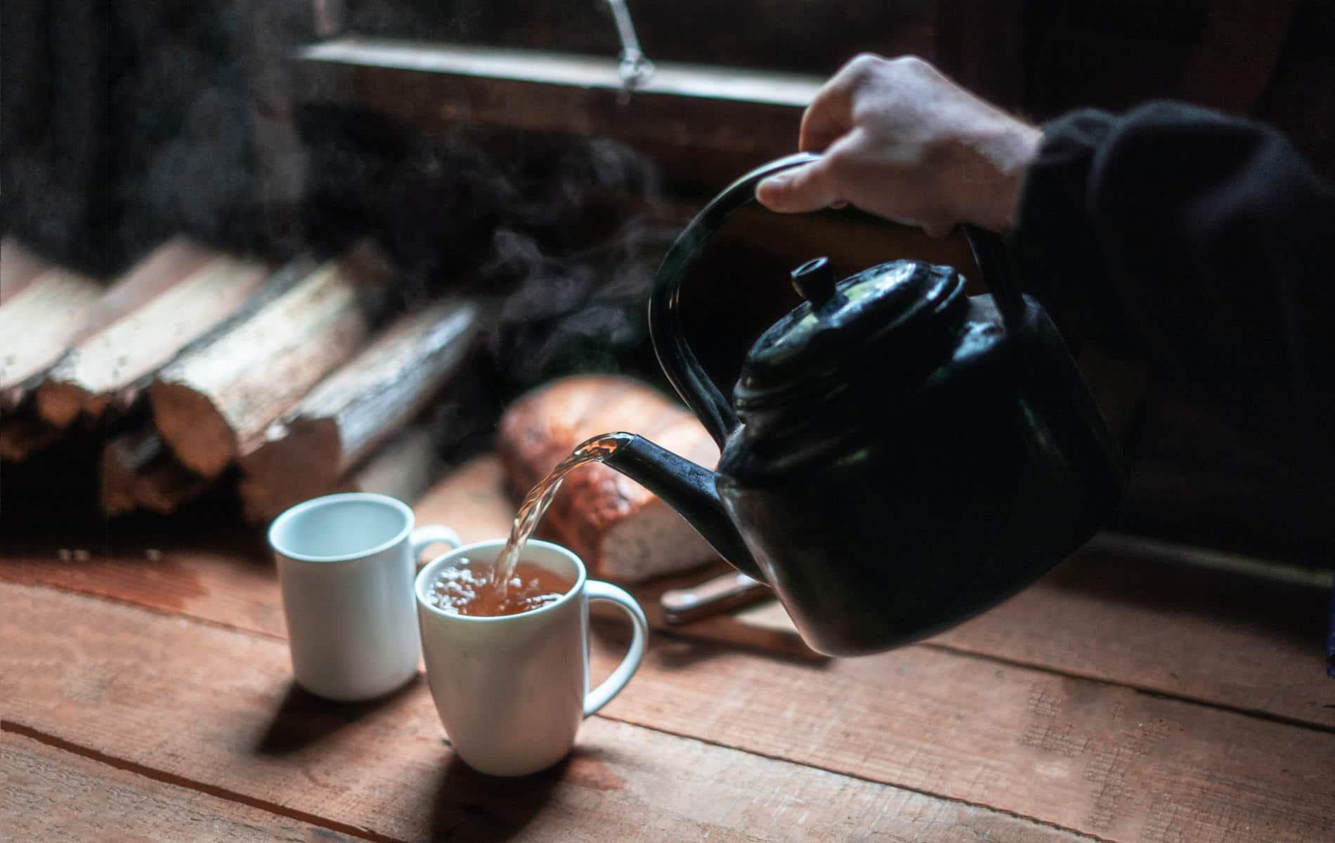 Heißer Tee zum sanften Aufwärmen nach der Kälte - Biohacking Bad Dürrheim