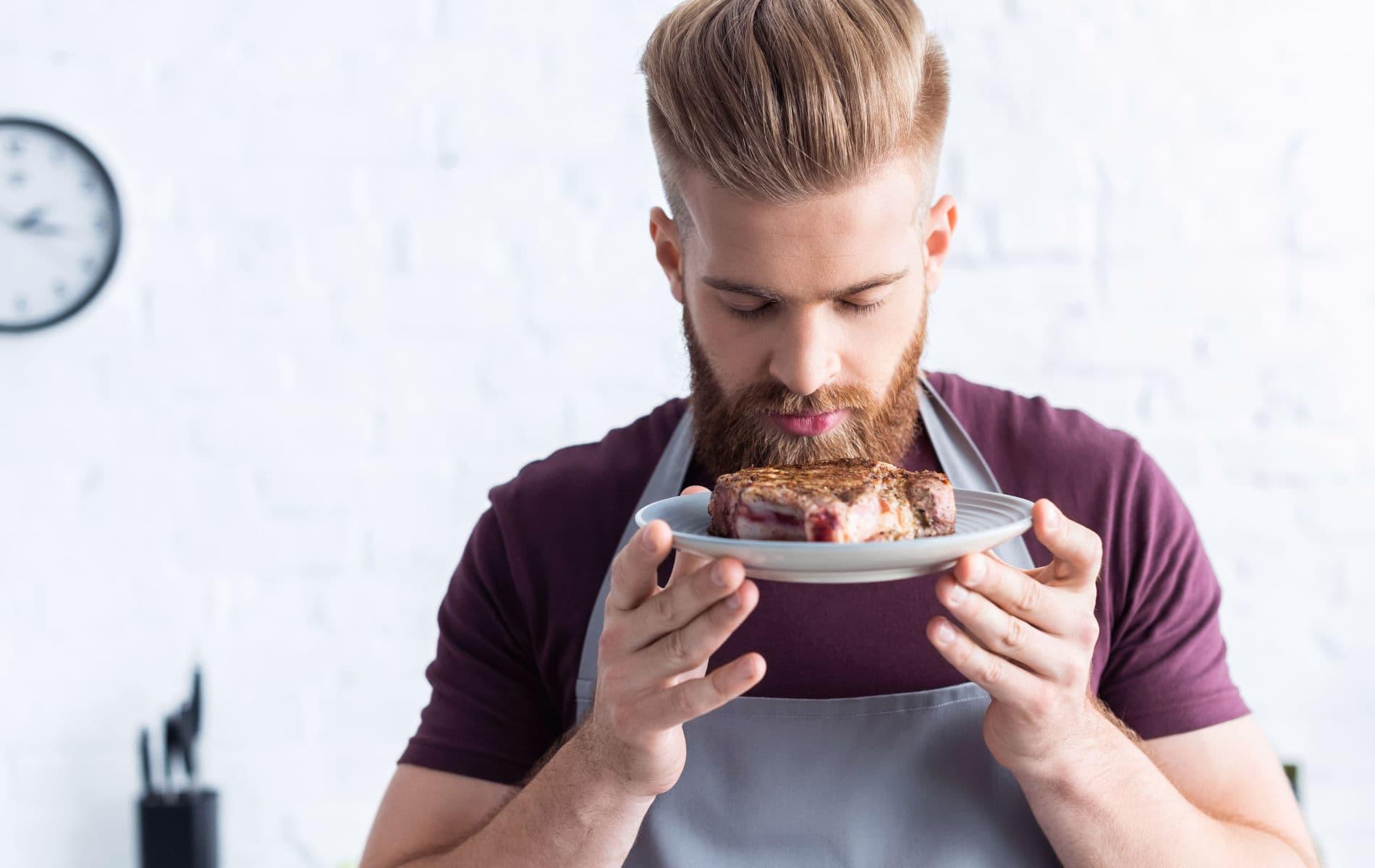 Mann hat großes Verlangen nach Essen - Stress Essen