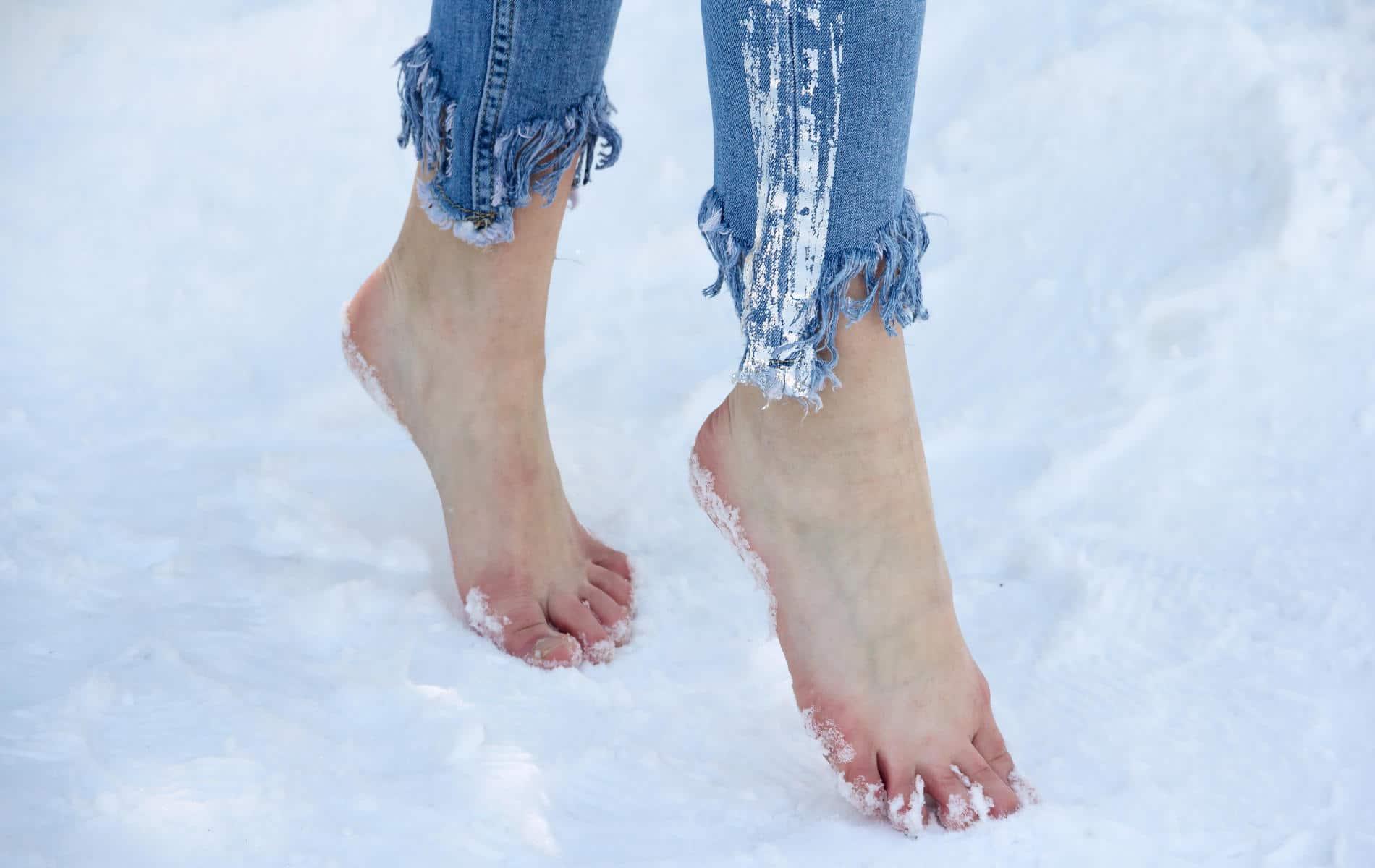 Barfuß im Schnee laufen - Wim Hof