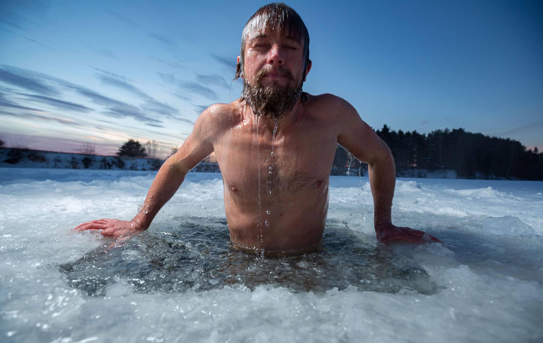 Kneipp im Einsbad zwischen Eisplatten