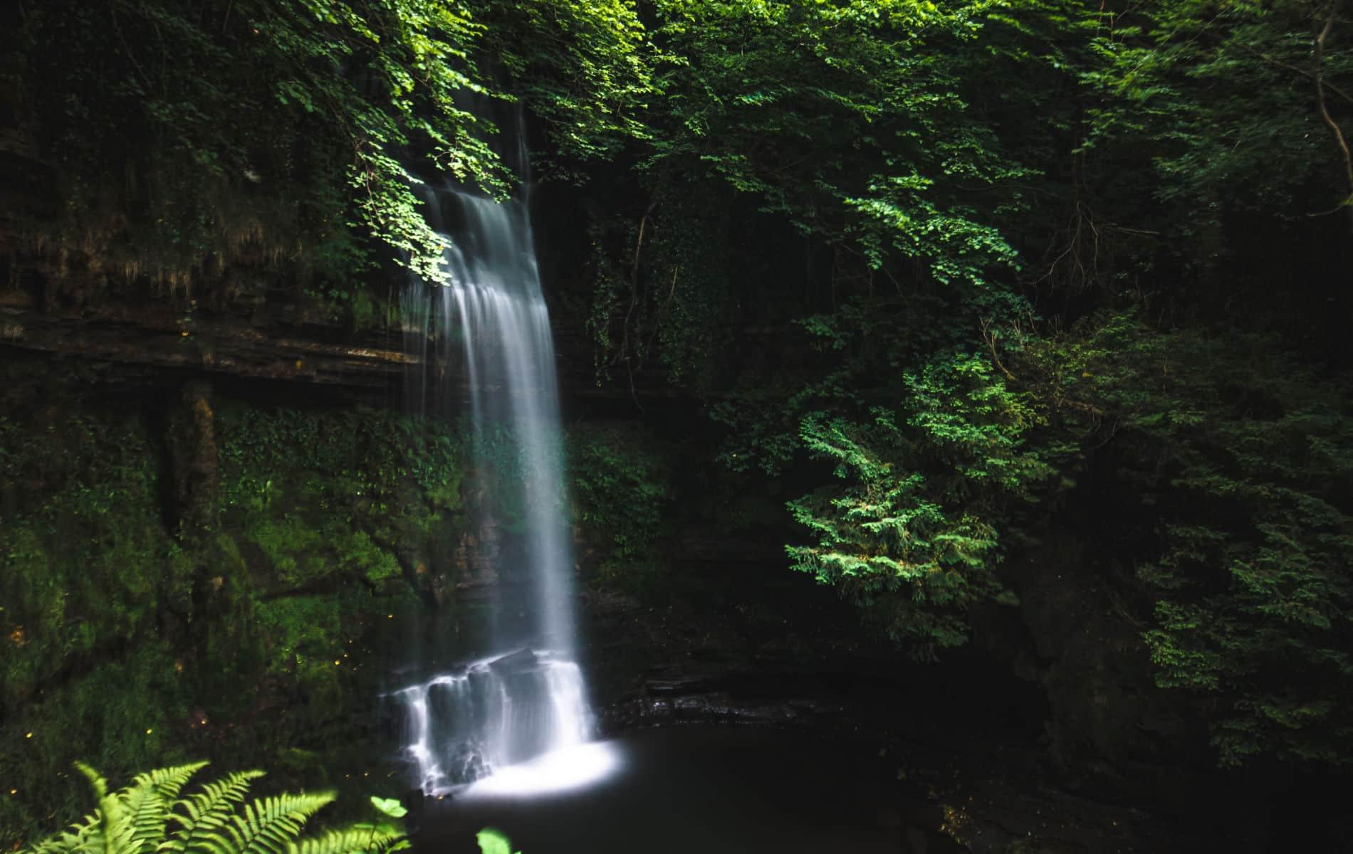 Wasserfall in der Natur - Nachhaltige Biohacks